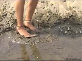 Tania get herself dirty....
