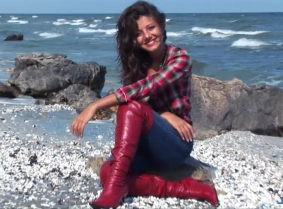 Anna is back in to the sea and this time she has something not just for the tight jeans fans, but also for the boots fans.