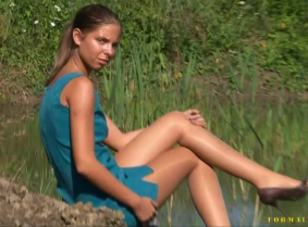 Alida's first update on this site... She is wearing a sexy cocktail dress, pantyhose and heels. 5 minutes wash off session included in the end of the clip