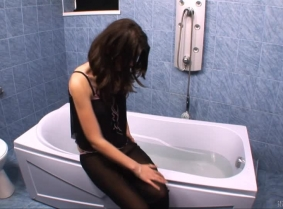 Here we have a new hot bath from our lovely Adeline. She is wearing a sexy, black bedroom outfit and heels.