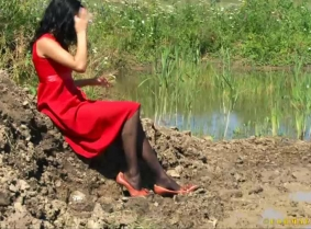 Christine is trashing a beautiful red dress in the mud for us. She also wears a pair of brown leather heels and sheer black pantyhose.  We have a 5 minutes wash-off session in the end of the messy clip.