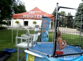Hooters dunk