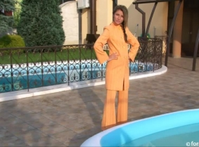 Natalie is wearing a classy pants suit on a terrace of a hotel and since was hot that day we thought that we place a kiddy pool on the terrace, just in case ;)