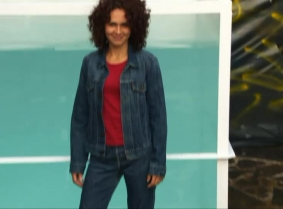 Orsi X is having a new dunk tank session for all her fans, but this time especially for the denim fans. Orsi is wearing a pair of Levis and heels and denim jacket over a red top and Sonja dunked her as many times as she could during the 11 minutes video.