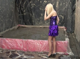 Susan picked a sexy dress from her closet and she is ready to ruin it completely in the mud pit. She loos absolutely great, covered from head to toe with thick mud. Wash off as usual available in the end of the clip.