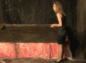 What we have for you today, is a lovely blondie, dressed with a satin cocktail dress, tan pantyhose and high heels, completely covering herself with mud during a hot summer night. This is one of the few night scenes we have and it was really nice to see I